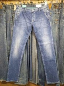 ガスジーンズは東京上野アメ横がよく似合う
